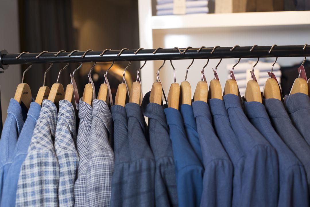 Reorganizacja męskiej szafy - usługa przeglądu garderoby dla mężczyzn