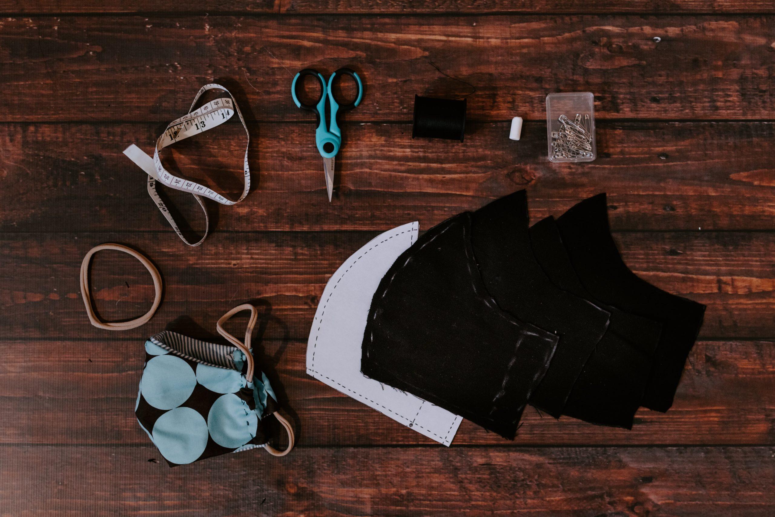 jak modnie nosić maseczkę ochronną